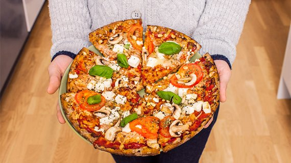 pizza på hårt bröd